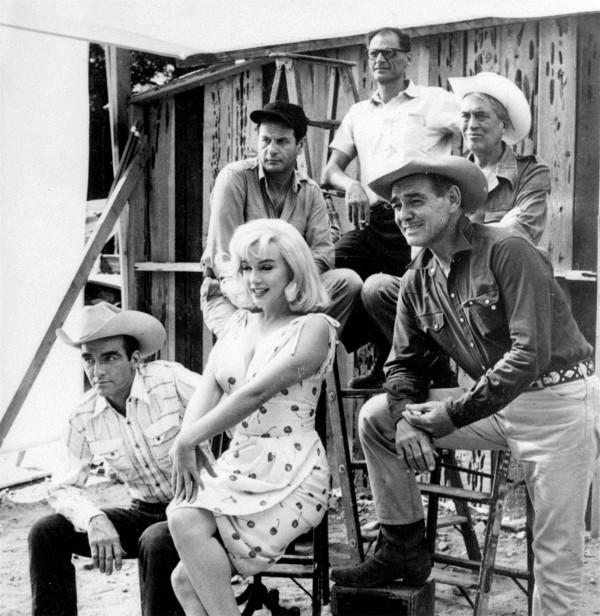 De dalt a baix i d'esquerra a dreta: Miller, Wallach, Huston, Clift, Monroe, Gable