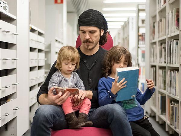 Toni Vinals - Biblioteca Esquerra de l'Eixample - Agustí Centelles