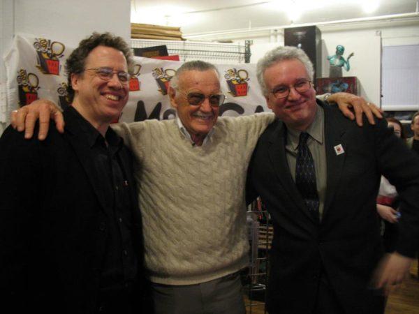 D'esquerra a dreta: Danny Figuertoh, guionista d'Spider-man, Stan Lee i l'editor Jim Salicrup.